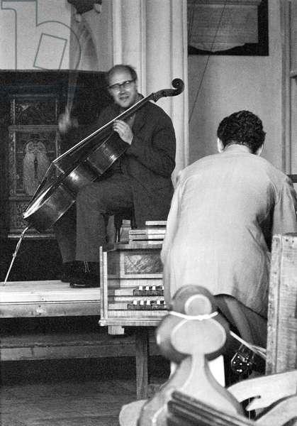 Rostropovich (cello) and Benjamin Britten (Harpsichord)