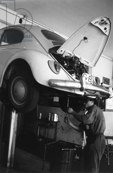 Repairs on a VW Beetle car