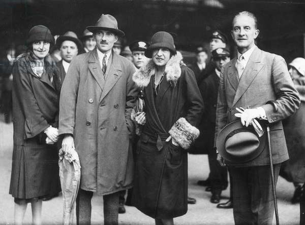 "French tennis player Suzanne Lenglen pictured with Conservative MP Oliver Stillingfleet Locker Lampson (right) and French tennis player Jacques ""Toto"" Brugnon at Victoria railway station before taking part in a tennis tournament in Cromer. 29th October 1925 (b/w photo)"