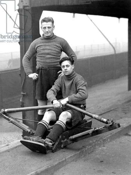 Clapton Orient F.C.Mills and Edmonds training on a rowing machine. DM17214. D  c.1927