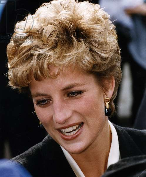 Princess Diana visits London's Bromley By Bow Centre, October 1992 (photo)