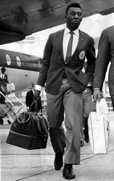 Brazil and Santos football star Pele walks along the tarmac after arriving at Ringway from London airportOctober 1962 (photo)