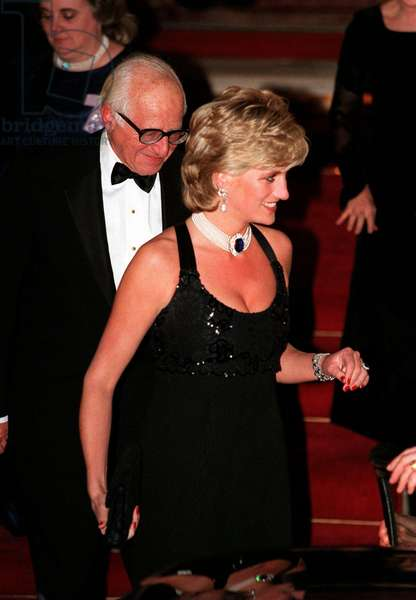 Princess Diana leaves Bridgewater House after a gala night in aid of charity, November 1995 (photo)
