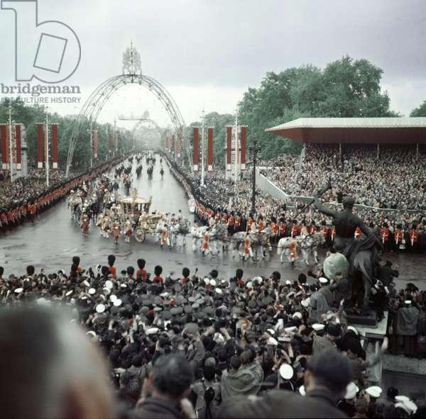 Queen Elizabeth Coronation II, coming down The Mall London, 2nd June 1953 (photo)