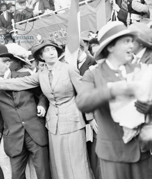 Miss Sylvia Pankhurst addressing a massed meeting in Trafalgar Square, 28th July 1913 (b/w photo)