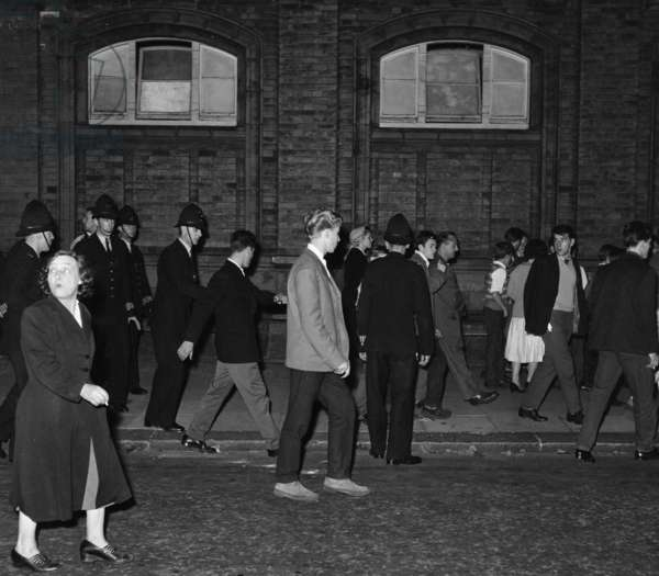 Scuffles and arrests, Bramley Road, Notting Hill, 31st August 1958 (b/w photo)