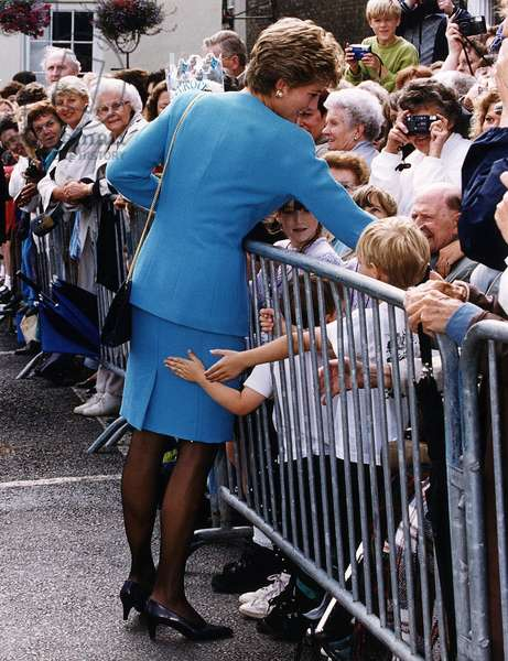 Princess Diana with the crowd after visiting a hospice at Bury St Edmunds Suffolk, July 1993 (photo)