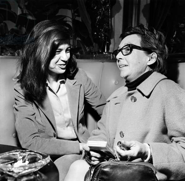 Susan Sontag and Marguerite Duras, Mayfair Hotel, London, November 1969 (b/w photo)