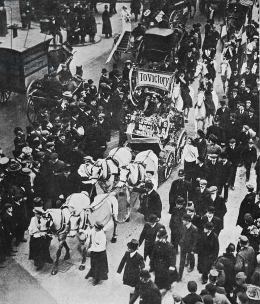 Procession to celebrate the early release from prison of Emmeline and Christabel Pankhurst, December 1908 (b/w photo)