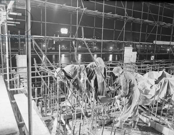 Festival of Britain Site, Working by night on site of 1951 Festival of Britain. 1950 (b/w photo)