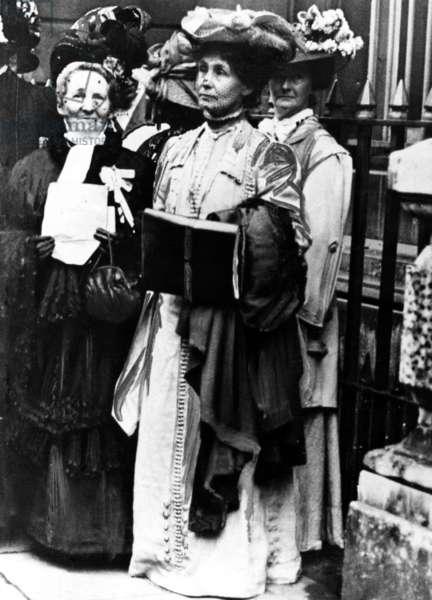 Suffragettes, on the left is Mrs Solomon, centre is Emmeline Pankhurst, c.1910 (b/w photo)