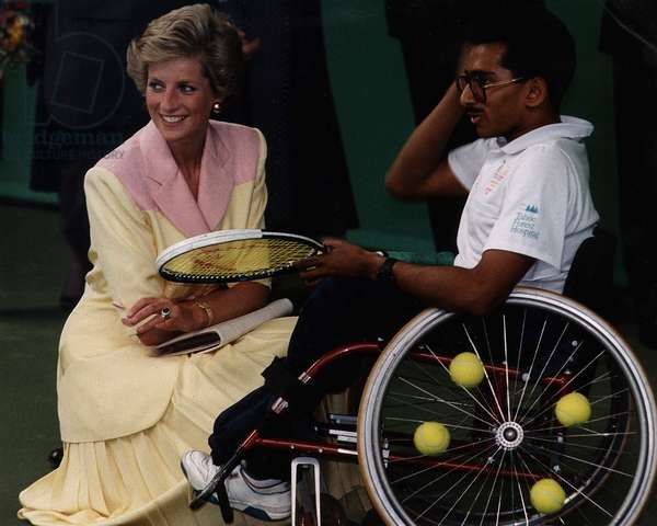 Jayant Mistry who won a medal in the Paralympics in Barcelona, with Princess Diana, May 1990 (photo)