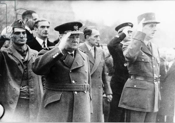 Cyril Davies bodyguard to Winston Churchill Prime Minister with former President Charles De Gaulle at the Arc De Triomphe. November 1944 (b/w photo)