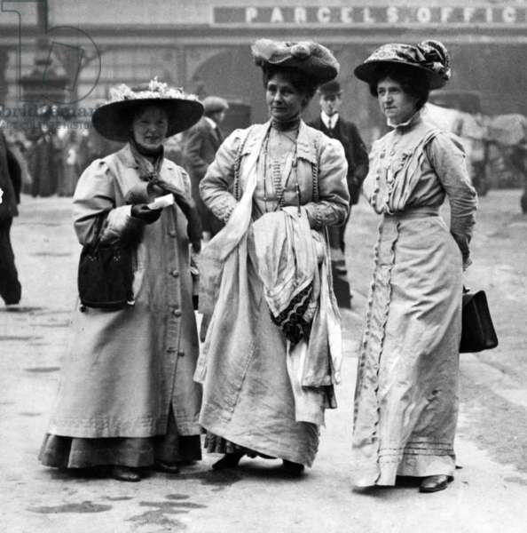 Suffragettes, in the centre is Emmeline Pankhurst, c.1913 (b/w photo)