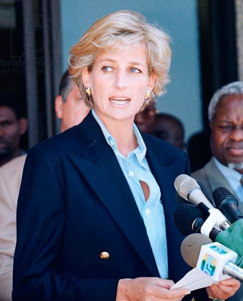 Princess Diana spoke out at the end of her visit to Angola and said her crusade against landmines with continue, January 1997 (photo)