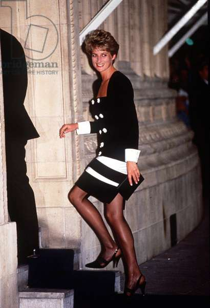 One of the dresses auctioned in New York, Diana Princess of Wales, August 1995 (photo)