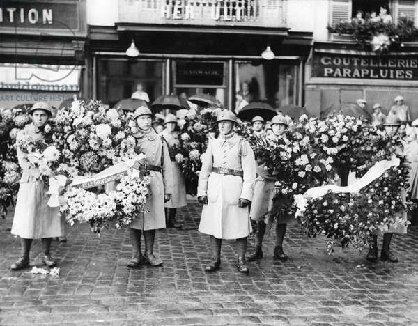 French Infantrymen with wreaths waiting to join the funeral cortage at Beauvais after the R101 Airship tragedy in France.  October 1930