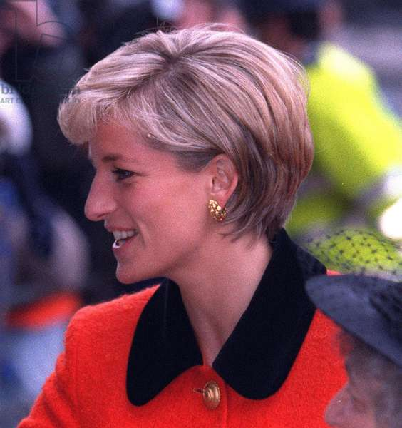 Princess Diana with her new hair style arriving at the 30th anniversary celebrations of the worldwide war on leprosy in London, December 1996 (photo)