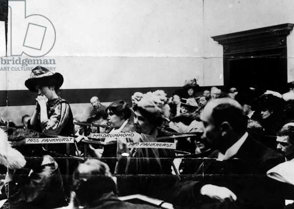 Suffragettes in the dock (b/w photo)