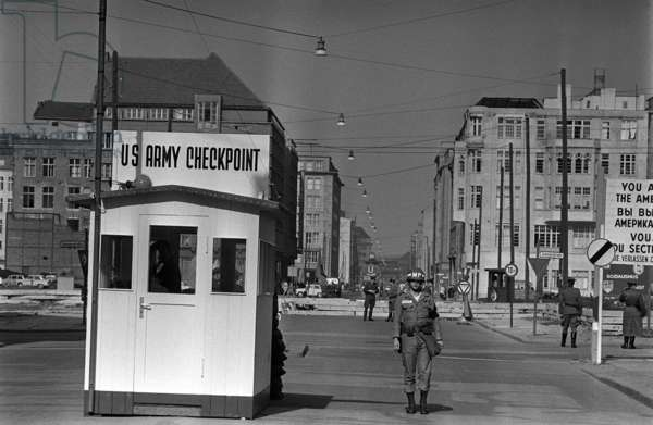 US Army checkpoint manned by US military police, October 1961 (b/w photo)