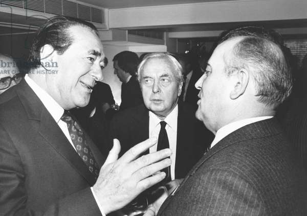 Harold Wilson with Robert Maxwell and Mikhail Gorbachev at the Savoy Hotel, 1984 (b/w photo)