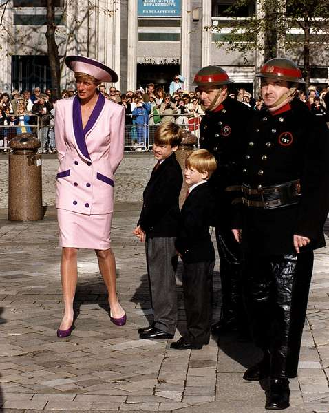 Diana Princess of Wales with Prince William and Prince Harry during 50th anniversary of the Blitz, 1990 (photo)