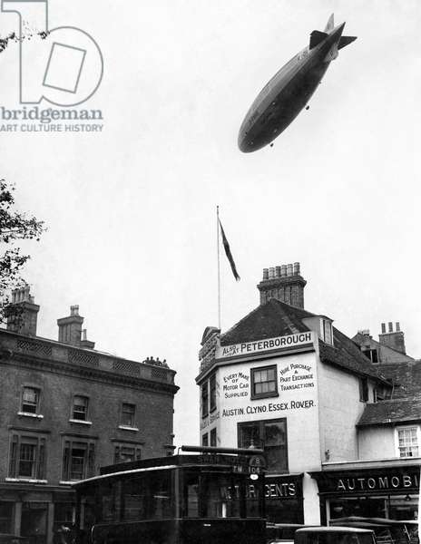 R101 Airship in flight over the town of Bedford October 1929