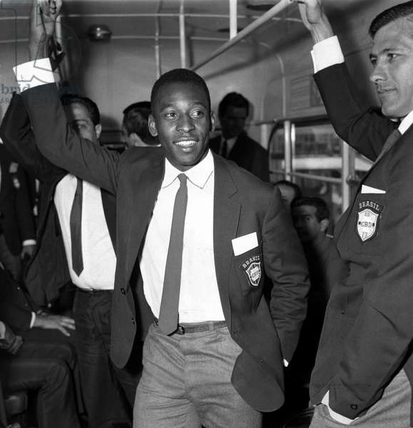 Brazilian football star Pele on the bus as the Brazilian squad arrives at London airport before the 1966 World Cup tournament in EnglandJune 1966 (photo)