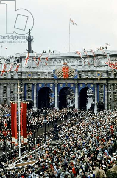 Queen Elizabeth Coronation II, the coach at Admiralty Arch, London, 2nd June 1953 (photo)