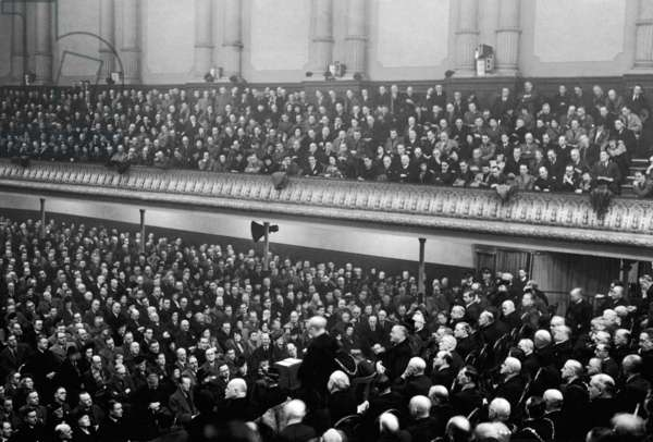 Crowd waiting to hear the speech of the First Lord of the Admiralty, Winston Churchill, Manchester Free Trade Hall, 27th Janruary 1940 (photo)