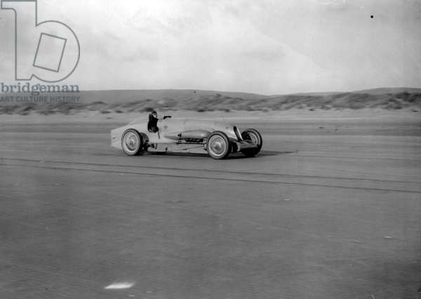 On this day 3rd September 1935, a new land speed record is set by Britain's famed speed demon, Sir Malcolm Campbell, on the Bonneville Salt Flats in Utah (b/w photo)