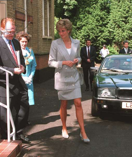 Princess Diana visits the Depaul Trust in concern with Housing Homeless Youth June 1995 (photo)