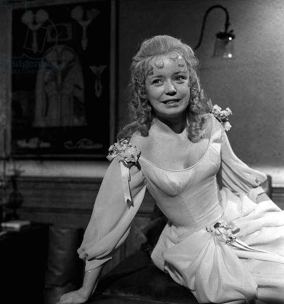 "23 years old Angharad Rees on the set of ""Hands of the Ripper"", January 1971 (b/w photo)"