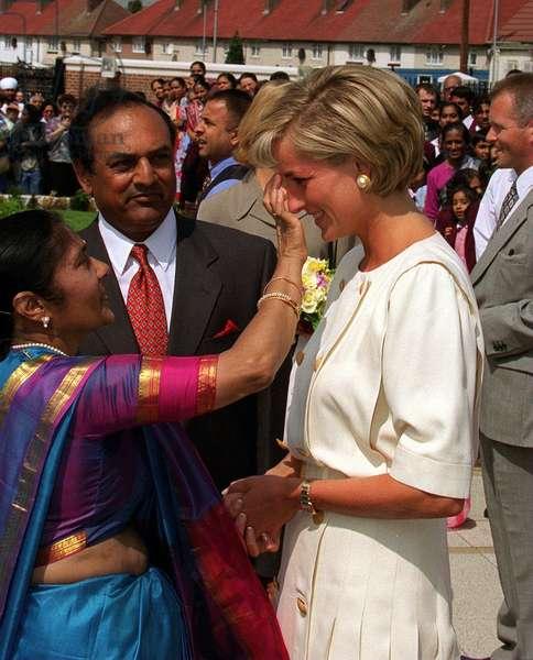 Princess Diana visits Hindu Temple in Neasden, June 1997 (photo)