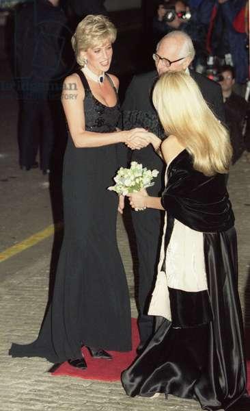 Princess Diana arriving at charity gala, November 1995 (photo)