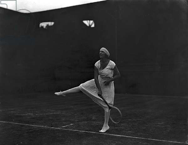 Mlle Suzanne Lenglen at the All England tennis Championships at Wimbledon, 01/07/1928 (b/w photo)