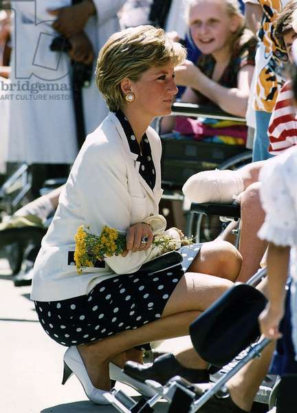 Princess Diana at the Royal National Orthopaedic Hospital in Stanmore, July 1990 (photo)