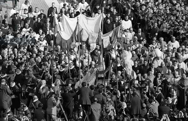 Roman Catholic Bishops carry Pope John XXIII past gathering crowds at St Peter's Basilica as file into the Vatican, 14th October 1962 (b/w photo)