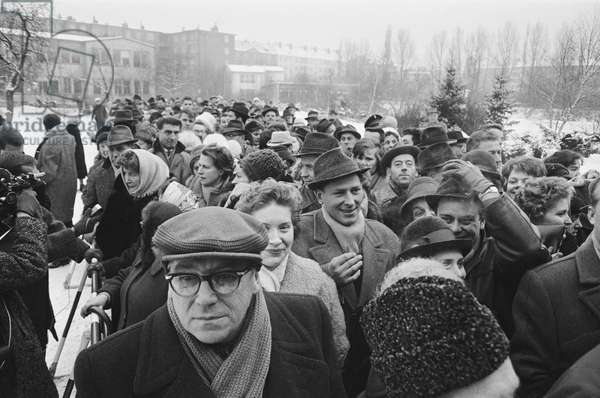 Berliners waiting to cross the wall, December 1963 (b/w photo)