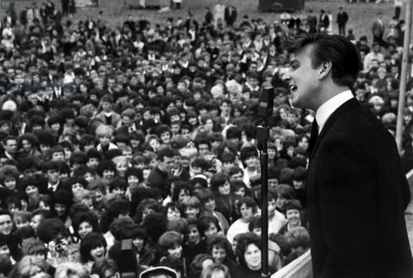 Billy J. Kramer and some of the crowd, Daily Herald Beat Festival, 1963 (b/w photo)
