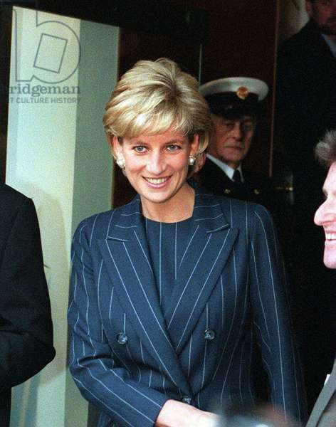 Princess Diana arriving at BAFTA Piccadilly to speak on behalf of Centrepoint to launch a drive to stop young runaways becoming homeless down and outs, December 1996 (photo)