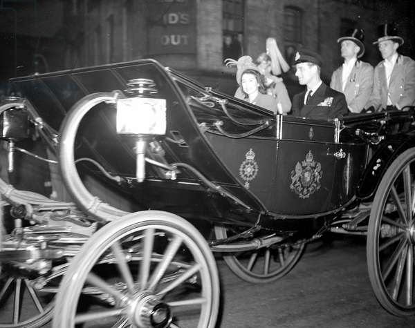 Princess Elizabeth and the Duke of Edinburgh. Bride and Groom leaving for their honeymoon Royal Wedding of Princess Elizabeth to Philip Mountbatten, 20th November 1947 (b/w photo)