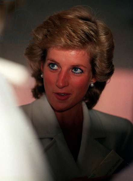 Princess Diana at Ambulance Headquarters, July 1989 (photo)
