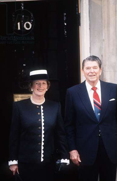 Margaret Thatcher with Ronald Reagan outside 10 Downing Street, 1988 (photo)