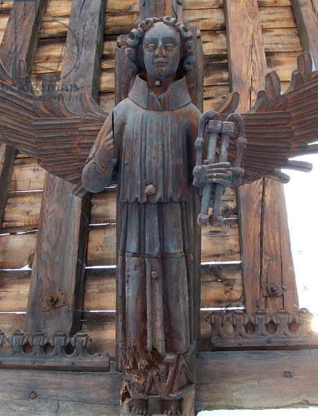 Roof angel on hammerbeam bears the scourges of Christ's Passion. St. Nicholas, Kings Lynn, Norfolk, c.1400-10 (photo)
