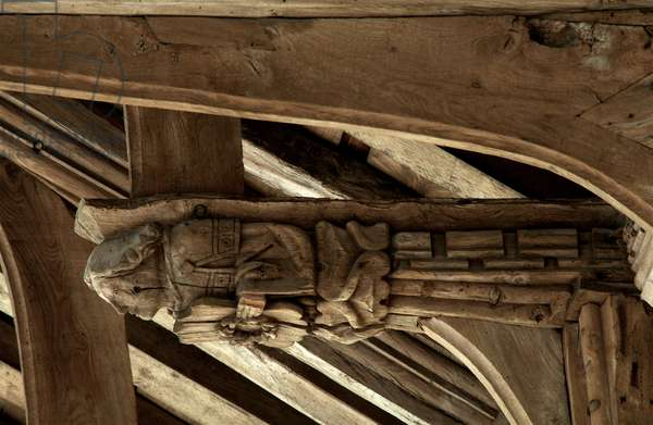 A hammer beam angel in the roof at St. Mary's, West Walton, Norfolk, 15th century (photo)