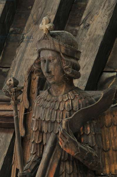 Close up of a hammer beam angel (an archangel) at St. Mary's, Bury St. Edmunds, Suffolk, Mid 15th century (photo)