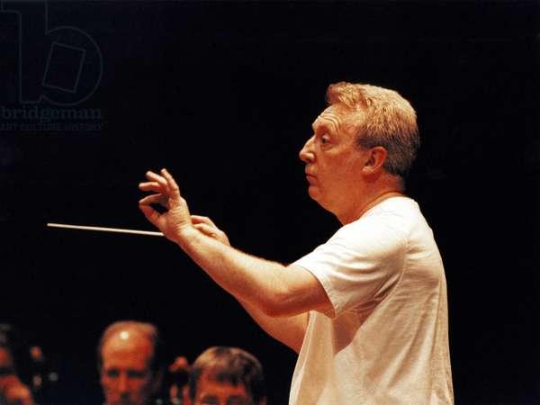 ATHERTON David conducting