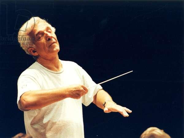 Vladimir Ashkenazy conducting