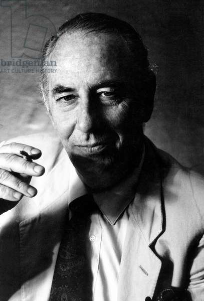 Fabio Mauri, in Maria Mulas' sutdio, Milan, Italy, 1985 (b/w photo)